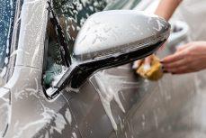 La pulizia dell'auto passo dopo passo