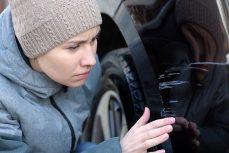 Come rimuovere i graffi dalla sua auto?
