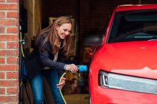Come ricaricare l'auto elettrica a casa?
