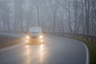 I nostri consigli per guidare in caso di nebbia