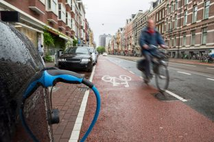 E se le auto comunicassero con le bici e gli scooter elettrici, per evitare gli incidenti?